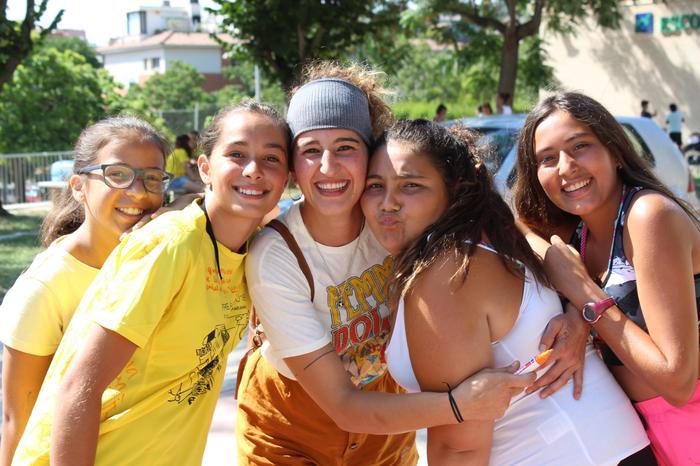 Noies al Casal d'Estiu de la Fundació Marianao.