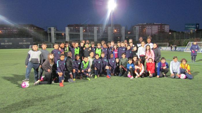 Infants de la Fundació Marianao al camp del Barça