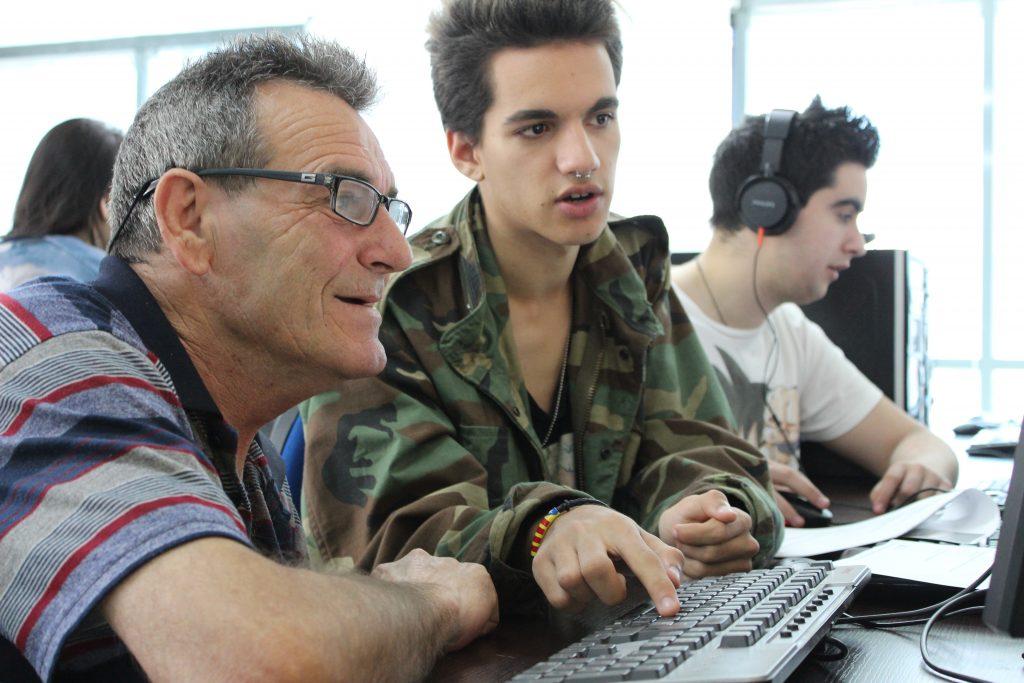 Classe d'informàtica a la Fundació Marianao