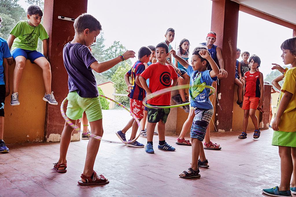 Infants jugant al Casal d'Estiu de la Fundació Marianao